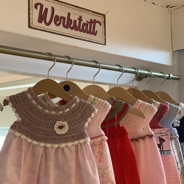 Kleidchen mit Häkeloberteil